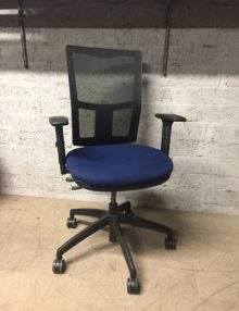 Used Beta Mesh Operator Office Chair - Dark Blue