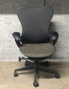 Used Herman Miller Mirra - Contrast