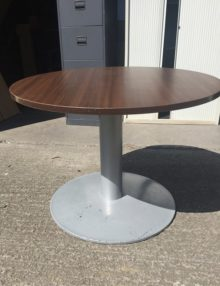 Used Chestnut 1000mm Round Table